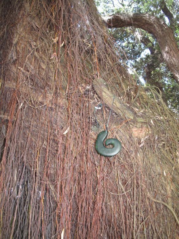 La Coruna pohutukawa greenstone gift